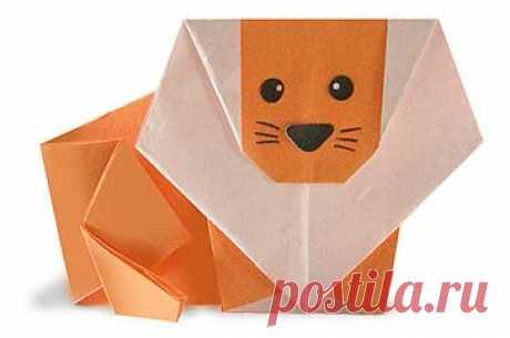 Лев из бумаги: схема модульного оригами Лев - царь зверей, обладающий силой и красотой. Сделанная своими фигурка пополнит домашний бумажный зоопарк. Процесс увлечет как ребенка, так и взрослого. Льва из бумаги оригами можно сделать из простого квадратного листа, либо из множества модулей. Выбор зависит от наличия времени и желания.