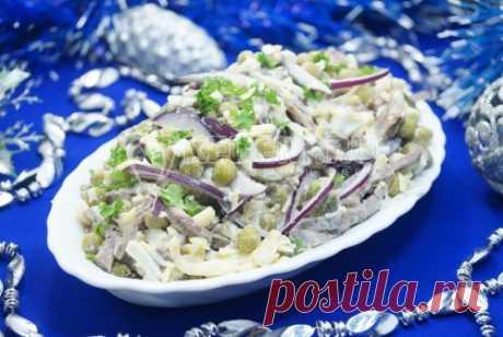 Салат с говядиной «Снежный ком» Салат с говядиной, луком и маринованными огурцами «Снежный ком» особенно придется по вкусу вашим мужчинам.