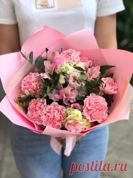 Красивыми становятся – любя! Любовь способна заживить все раны. Способна исцелить, простить обманы, и даже те, которые прощать нельзя. Красивыми становятся – ценя! Ценя родителей, друзей, хорошую подругу, минуту, час и день, ценя друг друга – Все, что дается Богом, бережно храня…  #фантазиясаранск #саранск #цветочныесалоны #цветы #букеты #букетысаранск #букетневесты #свадьба2019