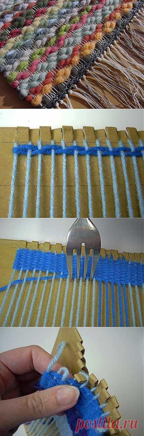 >Как сделать ткацкий станок из вилки и картонки.