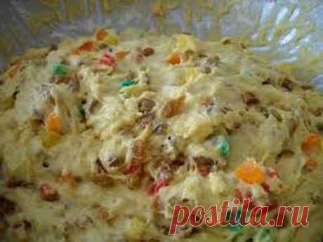 """Тесто """"Александрийское"""" сдобное (для куличей и булочек)0,5 литра топленого молока; 400 грамм сахара (можно взять больше - 500 грамм) 250 гр. слив. масла; 6 яиц; 75 гр. свежих дрожжей. Растительное масло - 50 грамм Яйца слегка взбить, масло порезать кусочками, смешать все продукты с теплым молоком и оставить в теплом месте на 8 часов (смело оставляйте на ночь). Затем всыпать:  200 гр. запаренного изюма и 100 грамм цукатов 2-3 пакетика ванильного сахара, 2 ст.л. коньяка; (це..."""