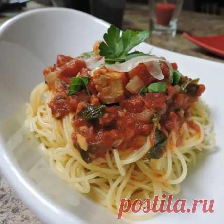 Спагетти с тушеной курицей и потрясающим ароматным соусом из помидоров и чесночка - ФотоРецепт - медиаплатформа МирТесен