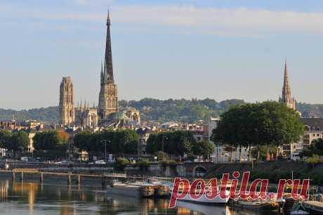 Лучшие города Франции  Город Руан (Rouen) Руан – историческая столица Нормандии и самый готический город Франции, растянувшийся вдоль берегов Сены в 120 километрах от Парижа. Окутанный мрачноватым ореолом загадочности и легкой отрешенности, этот старинный порт ревностно оберегает свое великое прошлое, оставившее ему целую уйму архитектурных памятников и достопримечательностей. Причудливые соборы с инфернальными барельефами на фасадах, фахверковые домики, в которых живут и ...