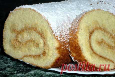 Swiss roll with condensed milk
