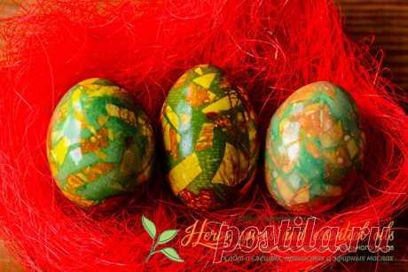 Как красиво покрасить яйца на Пасху - Мраморные яйца В этой статье вы найдете интересный способ,как красиво покрасить яйца на Пасху. У вас получаться невероятно красивые мраморные яйца, технология приготовления далее..