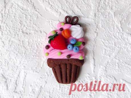 Подарок своими руками на День рождения: Магнит с ягодным пирожным