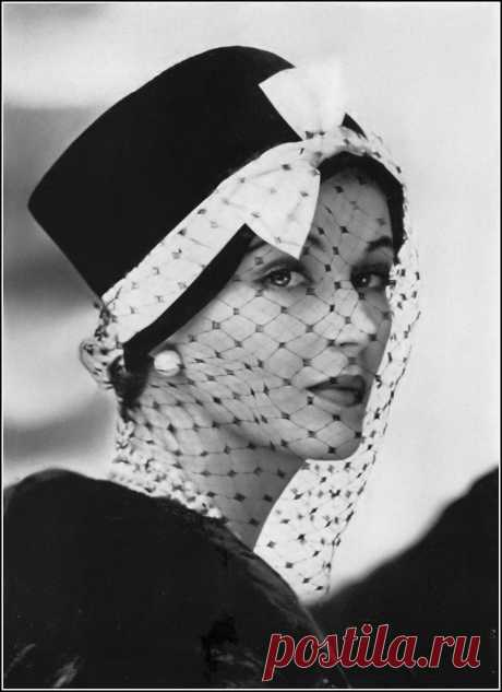 Betsy Pickering, photo by Frances McLaughlin, Vogue, September 15, 1956