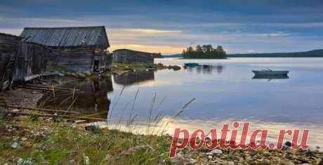 Рассвет в посёлке Чупа, Карелия. Автор фото: Алексей Мараховец.