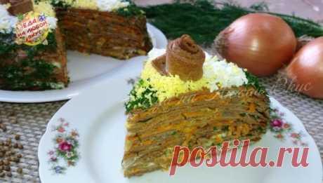 Закусочный торт с тонкими блинчиками     Очень простой, но праздничный закусочный торт из печени приготовить просто и получается достаточно бюджетно. Тонкие блинчики из печени и прослойка из овощей с чесноком и зеленью, делают закуску оч…