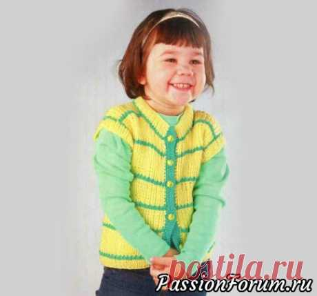 Желто-зеленый жилет | Вязание спицами для детей