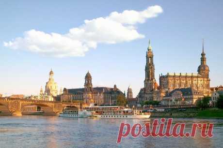 Дрезден — Флоренция-на-Эльбе Дрезден – красивейший немецкий город в восточной части страны, столица Саксонии. Благодаря характерной барочной архитектуре города и его живописному расположению в долине реки Эльба Дрезден прочно зак…