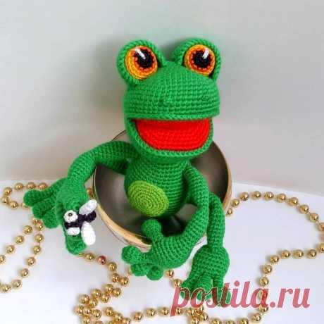 Вязаная лягушка-квакушка крючком | Hi Amigurumi