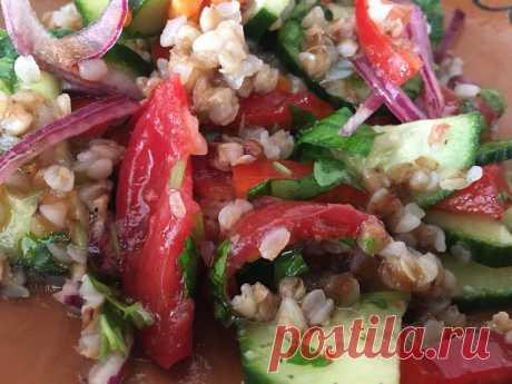 Салат, который я всегда готовила для иностранных гостей | Еда без труда | Пульс Mail.ru Быстрый, простой и очень вкусный салат.