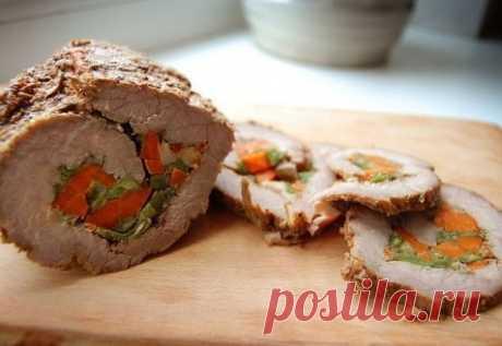 Мясной рулет с овощами  Ингредиенты для мясного рулета с овощами * мясо (филе) — 1 кг * морковь — 2 шт. Показать полностью…