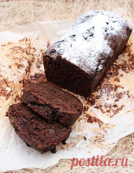 Kекс с умопомрачительным запахом. Сегодня мы будем делать кекс с умопомрачительным запахом.Честно - пречестно...Этот кекс полюбится тем,кто не просто любит шоколадную выпечку,а любит бананово-шоколадную выпечку..Банан не только придает кексу влажную структуру и добавляет вкус,но и при выпечке до такой степени усиливает запах…