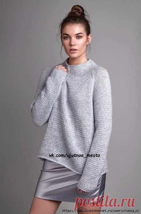 Модный свитер Calmer от Ким Харгривз(на англ)  Описание вязания свитера спицами составлено для размеров XS (S, M, L, XL, XXL). Или для обхвата груди 81 (86, 91, 97, 102, 109) см. При этом размеры свитера предполагают прибавку в области груди порядка 25 см.   Пряжа:   Softyak DK (76% хлопок, 15% шерсть яка, 9% нейлон, длиной 135 метров в 50 граммах), серо-голубого цвета Coast 248 - 6 (6, 7, 8, 8, 9) мотков по 50 граммов.   Kidsilk Haze (70% супер кид мохер, 30% шелк, длиной...