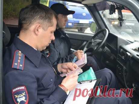 Зачем инспекторы ГИБДД включают «мигалки» на своих машинах при проверке документов