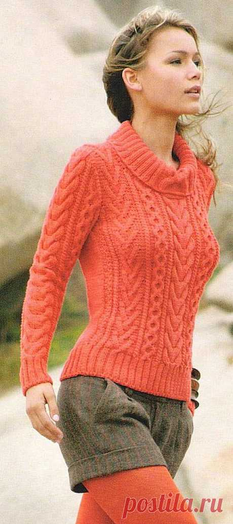 Коралловый пуловер с аранами.