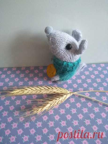Мышка с сыром. Вязаные игрушки - подарок любимым.