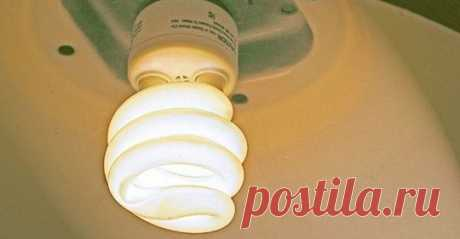 Эксперты предупреждают, что нужно держаться подальше от энергосберегающих лампочек из-за проблем со здоровьем Важная информация! Когда они были впервые представлены на рынке, экологически чистые компактные люминесцентные лампы (КЛЛ) быстро стали хитом, так как они