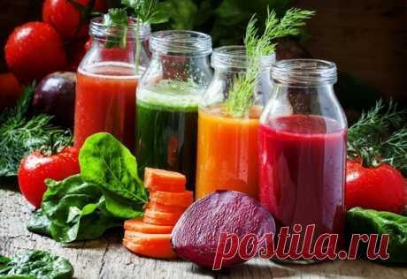 12 оздоровительных соков.   1. Морковь + Имбирь + Яблоко — Поддерживает и очищает вашу иммунную систему.   2. Яблоко + Огурец + Сельдерей — Предотвращает рак, уменьшает уровень холестерина, избавляет от расстройства желудка и головной боли .   3. Помидор + Морковь + Яблоко — Улучшает цвет кожи и устраняет запах изо рта.   4. Горький перец + Яблоко + Молоко — предотвращает появление запаха изо рта и снижает температуру.   5. Апельсин + Имбирь + огурец — Улучшает цвет и влаж...