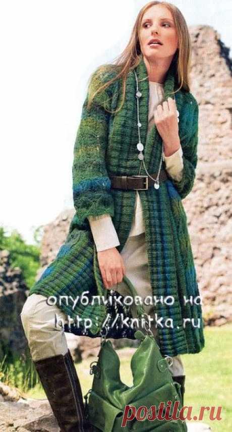 Вязаное пальто,  Вязание для женщин Иметь вязаное пальто просто необходимо. Это пальто связано из пряжи Colora Lang Yarns, переход цветов которой прекрасно сочетается с ажурными дорожками из