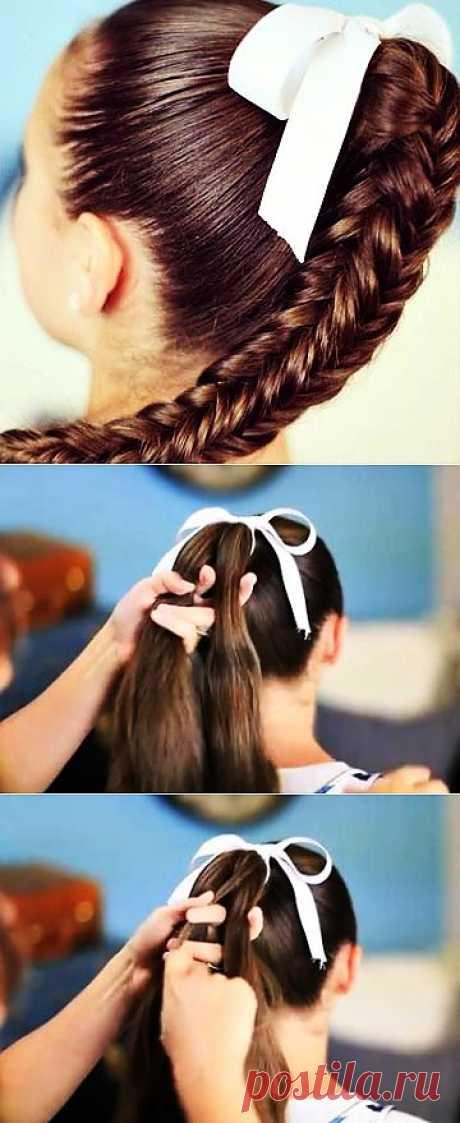 Прическа - квадратная коса.