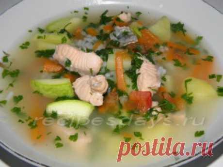 Диетический суп с лососем   Рецепты дня  Филе лосося 300-400 г. (можно взять соленое); 1 цукини небольшого размера; 2 моркови средние; 2-3 картофелины не большие; петрушка; ½ стакана риса; соль по вкусу.