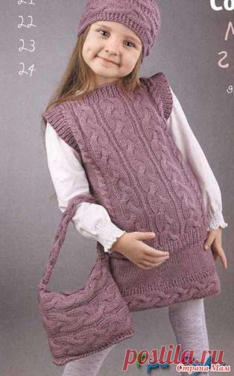 Комплект для девочки спицами... Безрукавка, юбка, повязка и сумочка..