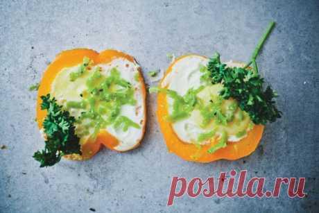 Блюдо в блюде: яйцо в перце - KitchenMag.ru