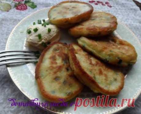 Los buñuelos con el cebollino y el huevo