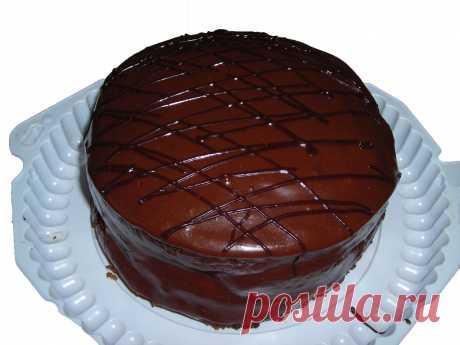 Прага» с грильяжным кремом: рецепт культового торта. Знаменитый торт «Прага»  в некотором роде символ советской кондитерской промышленности.