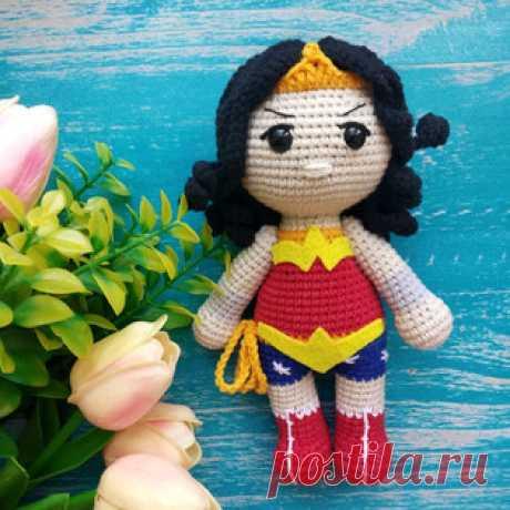 Чудо женщина амигуруми. Схемы и описания для вязания игрушек крючком! Бесплатный мастер-класс от Евгении Кирюхиной по вязанию Чудо женщины - вымышленный персонаж, супергерой комиксов издательства DC Comics. Высота вязано…