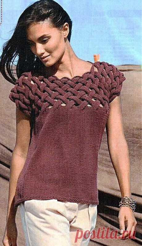 Пуловер с плетеной кокеткой.