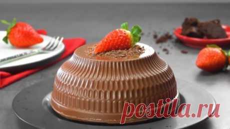 Шоколадный десерт с кремом и ягодной начинкой- такой красот