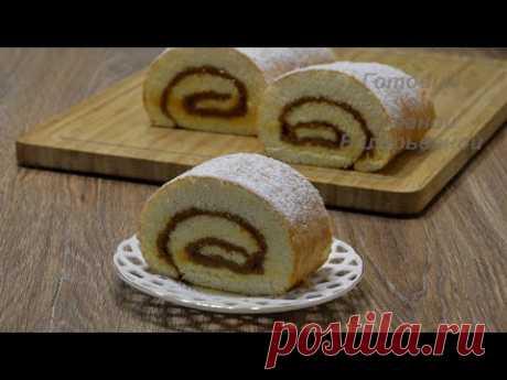Быстрый бисквитный рулет с варёной сгущенкой. Fast biscuit roll with boiled condensed milk.