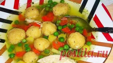Рецепт из Минска: Нежнейший Куриный бульон с сырными клёцками и зелёным горошком Такой суп нравится абсолютно всем!