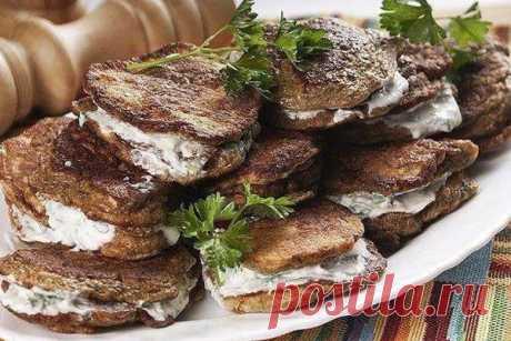 """Печеночные котлеты """"Парочка""""  Приготовьте печенку в виде котлет Парочка, переложенных начинкой. Это оригинально и вкусно"""