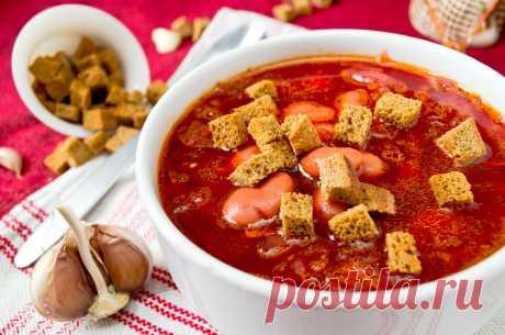 Рецепты постного борща с фасолью Постный борщ с фасолью – довольно сытное и наваристое блюдо. Его  можно включать в рацион вегетарианцам и людям, следящим за  весом. Кроме фасоли, в блюдо добавляют грибы или кильку в  томатном соусе. В нашей подборке– 3 вариации этого рецепта!