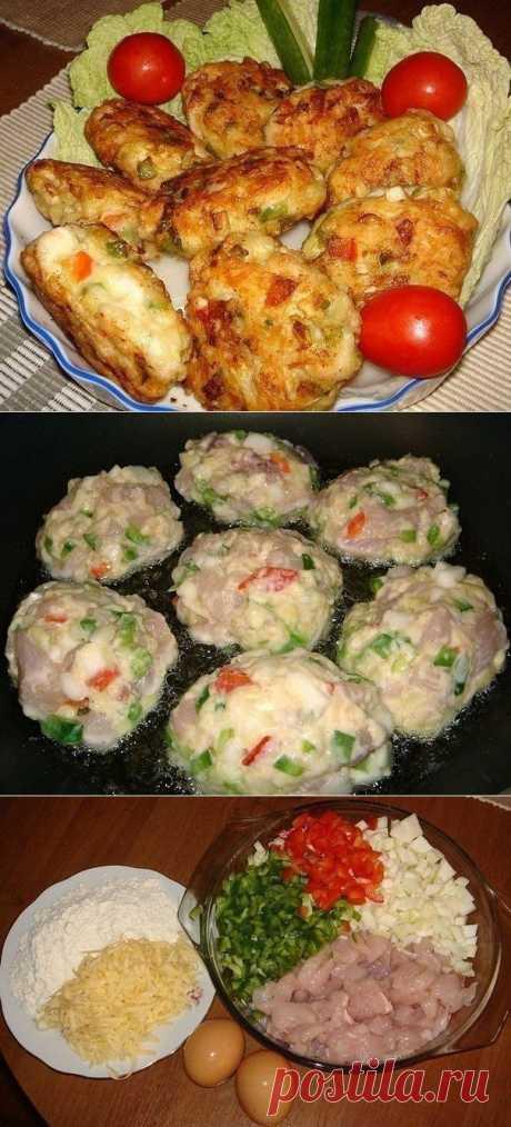 Рецепт очень вкусных и полезных котлет из куриного мяса с овощами и сыром. Вкус у этих котлет получается очень пикантный и необычный.