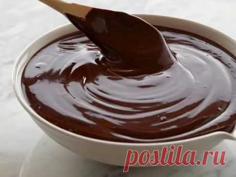 House chocolate glaze for cake from chocolate and cocoa – the best recipes. Secrets of the correct house chocolate glaze\u000aRecipe 1: Chocolate glaze on milk from cocoa\u000aWidespread and easy way of preparation of house chocolate glaze with cocoa powder. It turns out much cheaper, than when using ready chocolate tiles. The small saucepan or a ladle is required, we will directly prepare on a plate, without water bath.\u000aIngredients\u000a• 3 spoons of milk;\u000a• sugar of 5 spoons;\u000a• 3