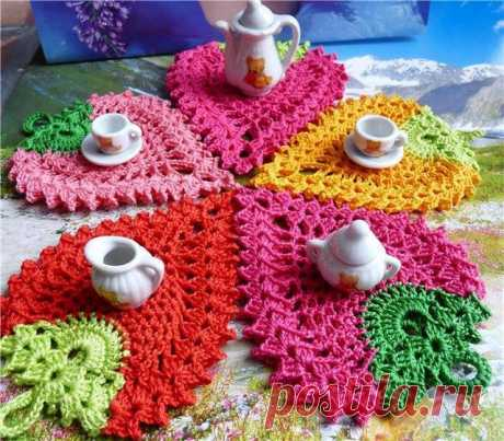 Crochet potholder in strawberry format - XELLCRAFTS Friends today we brought a wonderful pattern of crochet to be made and decorate your table on special days with the family, for sure, everyone will like it very much and everything will be very beautiful. Your kitchen table will look amazing with this strawberry shaped potholder For days that end up being special, nothing […]
