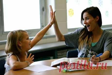 Правильная похвала Психологи из Чикагского университета Сьюзан Левин и Сьюзан Голдин-Мидоу изучали последствия похвалы, полученной в раннем детстве. Они анализировали разновидности словесного поощрения, которое слышат от родителей малыши в возрасте от года до трех. Пять лет спустя ученые проверили, соотносится ли тип мышления ребенка, например пытливость или инертность, с похвалой, полученной в детстве. Связь оказалась поразительной. Первый этап исследования показал, что уже к четырнадцати…
