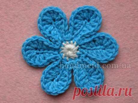 Вязаный крючком цветок с шестью лепестками