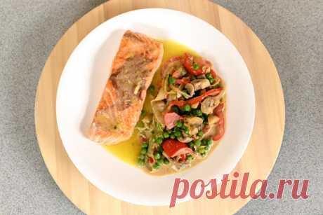 Рыба с овощами, тушенными в кокосовом молоке и соевом соусе: рецепт