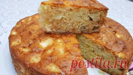 Манник с яблоками: пышный пирог на кефире, который готовится проще, чем шарлотка - Odnaminyta - медиаплатформа МирТесен Продукты: 1 стакан кефира 1 ст. манной крупы 1 ст. сахара 1 ст. муки 50 г масла сливочного яйцо 1 ч. л. без верха соды 0,5 ч. л. ванилина щепотка соли 3-4 шт. яблок Если у вас не оказалось дома яиц, то пирог можно приготовить и без них. Соду можно заменить 2 ч. л. разрыхлителя, а для аромата