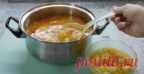 Рецепт этого супа я нашла примерно полгода назад в интернете: он мне так понравился, что готовлю каждую неделю. Супчик получается нежным, ароматным, наваристым – просто ум отъешь. Сочетание зелени со сливочным вкусом сыра и масла – бесподобное. Подавать такой суп лучше с чесночными гренками: они замечательно гармонируют с сырным вкусом.😋😘👍