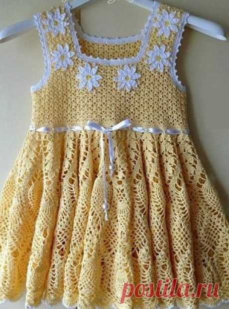 Pinafore for the girl a hook