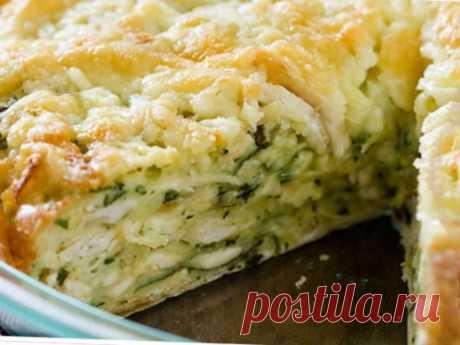 Оригинальный пирог из лаваша с курицей и сыром Ингредиенты: лаваш - 2 шт яйцо - 3 шт сыр - 300 г куриное филе - 500 г сливки - 100 г зелень - 30 г грецкие орехи - 100 г оливковое масло - 4 ст.л. соль -