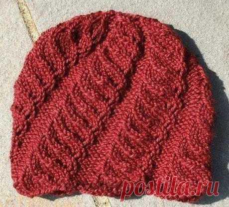 Красивая женская шапка со спиральным узором